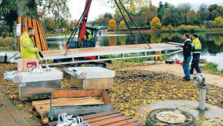 Schwimm Plattformen zieren den Satower See