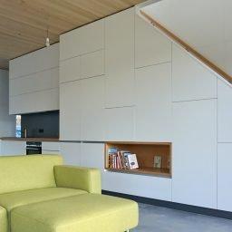 Architekten Kueche Havelberg mit integrierter Treppe 02