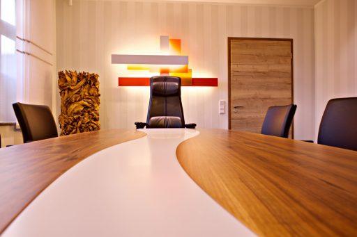 Innenausbau Notariat Konferenztisch